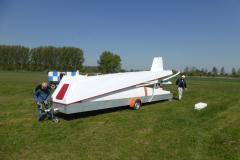 Segelflug_Linkenheim-DG100-Aufbau-noch-im-Haenger